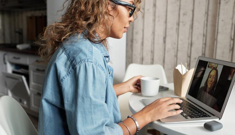selling wordpress maintenance, woman presenting a proposal on video call